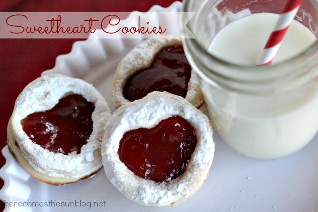 Sweetheart Cookies at herecomesthesunblog.net #valentine #cookie