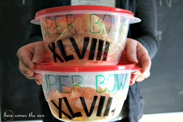 Easy Super Bowl Party decorating ideas I herecomesthesublog.net #RubbermaidSharpie #Pmedia #ad