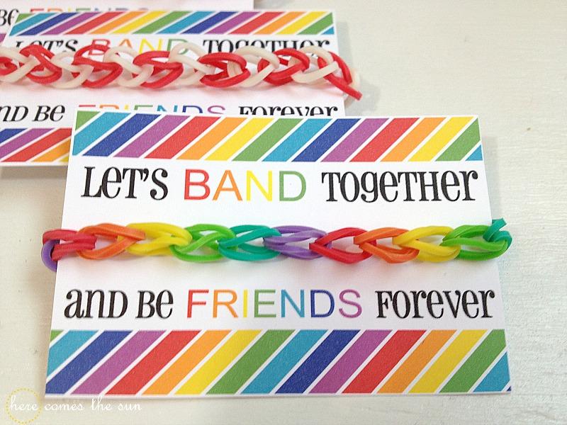 Rainbow Loom Valentines I herecomesthesunblog.net #valentine
