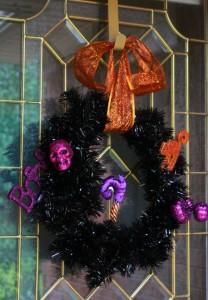 Halloween-wreath-herecomesthesunblog.net