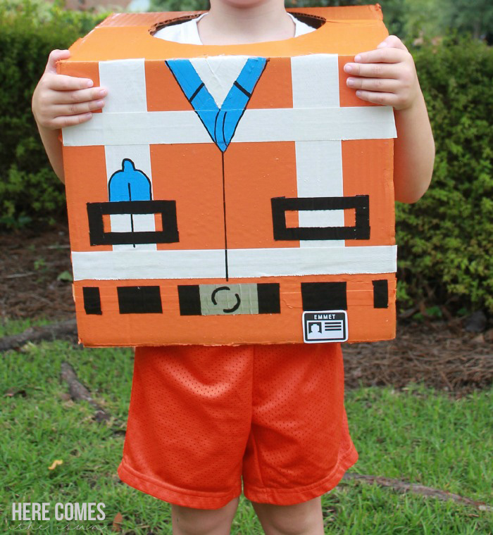 Make Halloween AWESOME with this DIY Lego Movie Costume!