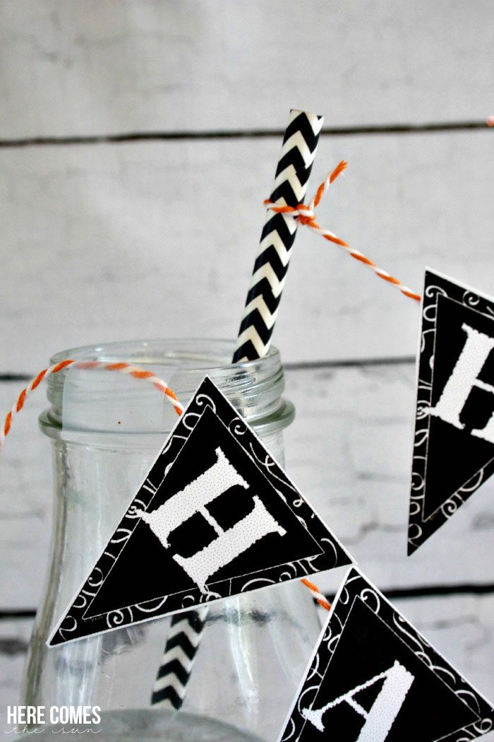 Create an amazing Halloween party with these easy printable Halloween decorations!
