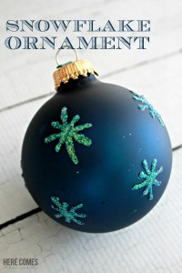 This Snowflake Ornament is beautiful and easy to to create! #trimthetree
