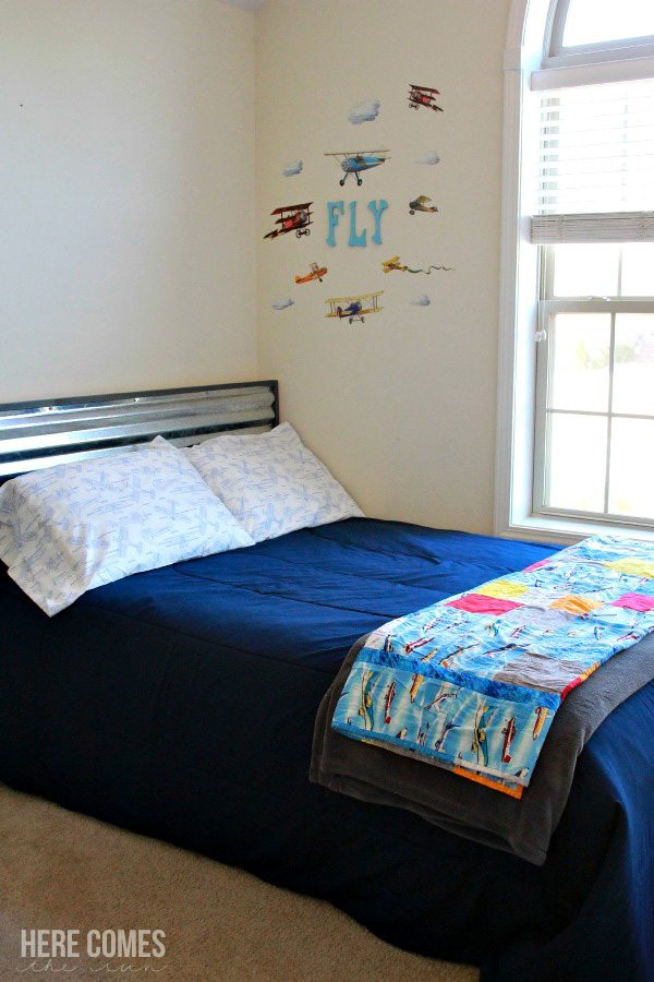 tips and ideas on how to create an amazing vintage airplane bedroom