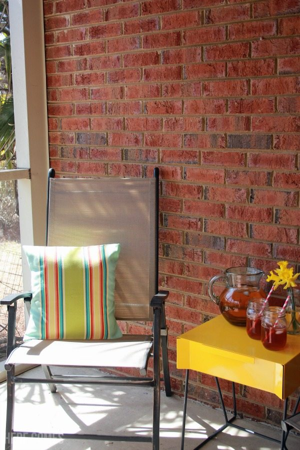 Easy tips to style a porch using pops of color!  @SauderUSA #PutTogether #ad