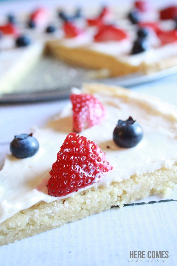 This Patriotic Fruit Pizza is delicious and festive! Easy to make with only 6 ingredients.