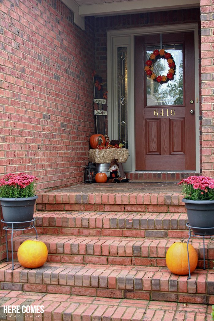 A gorgeous Fall front porch!