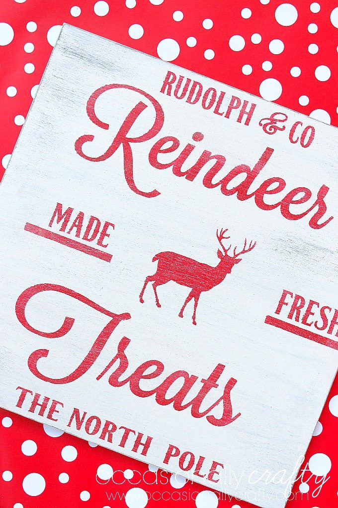 Make this adorable stenciled vintage Christmas sign for your holiday decor with this easy-to-follow tutorial.