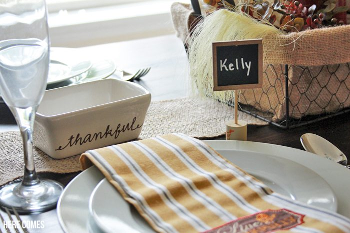 Chalkboard and Wine Cork Place Cards... these are perfect for anytime you are entertaining a crowd!