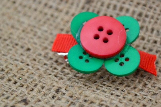 Create these adorable Christmas hair clips in minutes! Tutorials for 3 different designs!