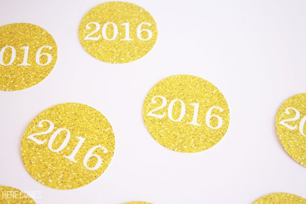 I'm in LOVE with these sparkly New Year's Eve Party printables. Can't wait to use them for my celebration!
