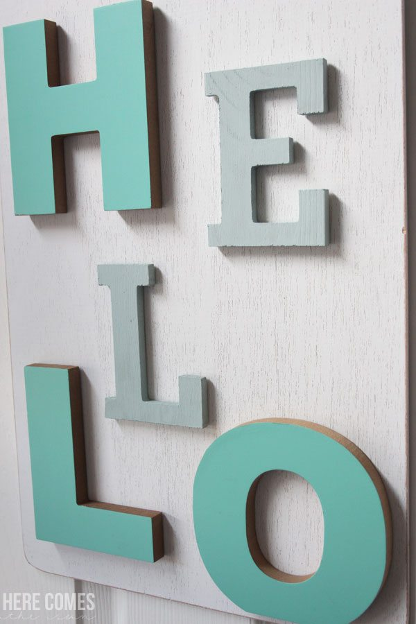 I'm in love with this adorable Welcome Sign! Such an easy tutorial!