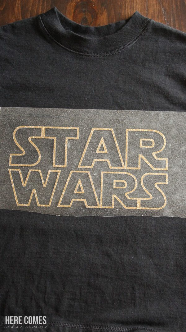 Create your own Star Wars shirt with glitter vinyl and this easy tutorial!