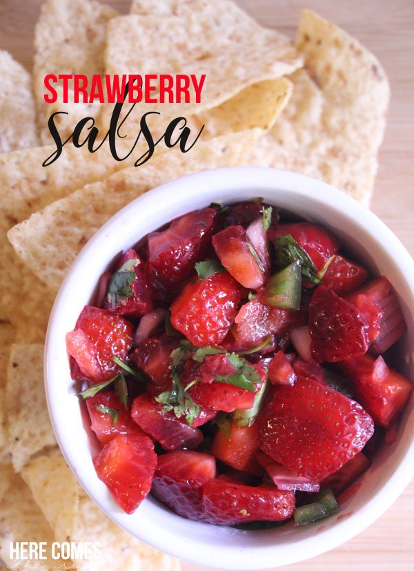 Make this homemade Strawberry Salsa! with only 5 simple ingredients!