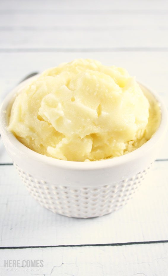 This 3 ingredient pineapple sorbet is so easy to make and so delicious ...