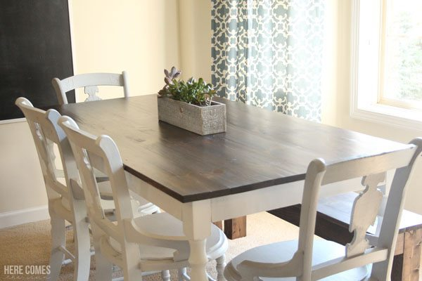 Build your very own farmhouse table with these easy-to-follow plans!
