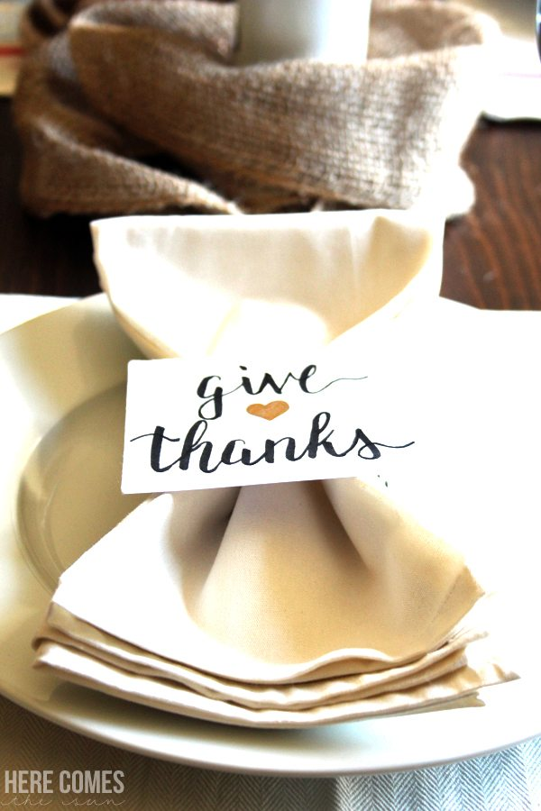 Create easy Thanksgiving place cards for your holiday table!