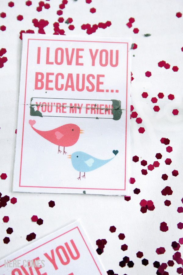 These scratch off Valentines are so much fun! Learn how to make your own with this easy tutorial and a few simple household supplies.