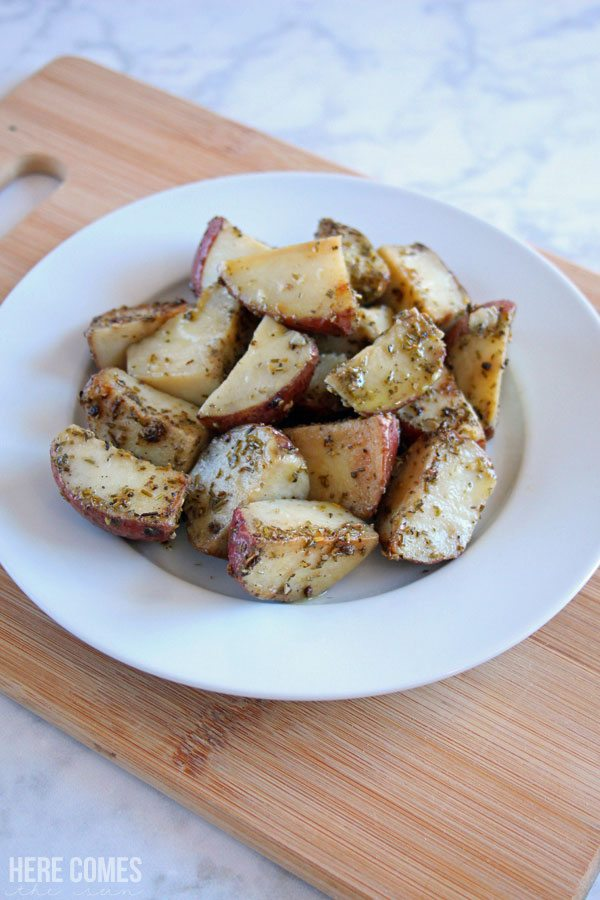 These skillet rosemary potatoes take a short amount of time to cook and are filled with delicious flavor. The perfect side dish!