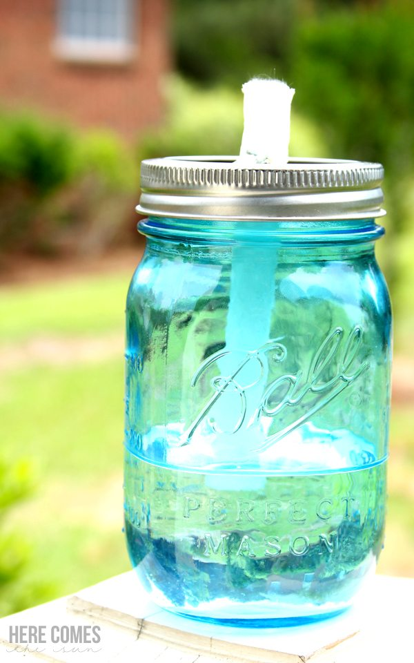 Create these mason jar citronella candles and keep the bugs away!